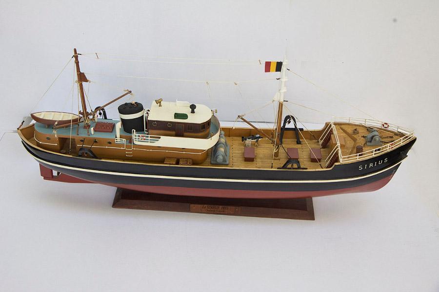 tintin et les bateaux yachting classique. Black Bedroom Furniture Sets. Home Design Ideas
